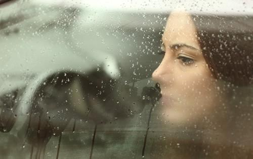 sad-woman-in-car