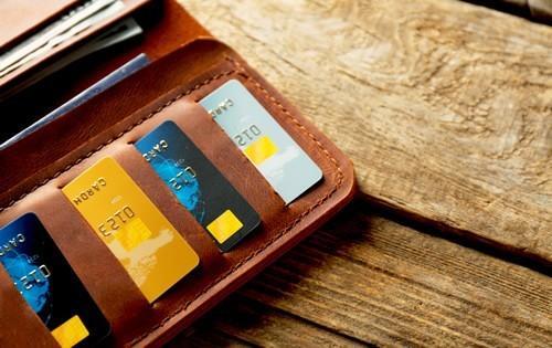 multiple-credit-cards-brown-wallet