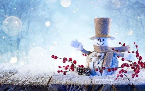holiday-season-snowman-decorations