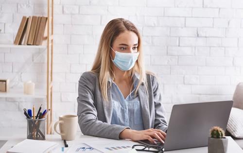 woman-wearing-mask-office