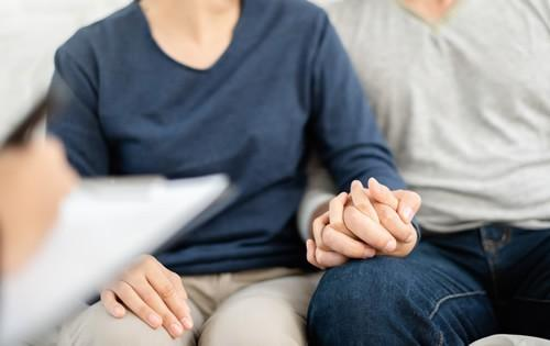 estate-planning-couple-meeting