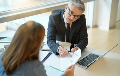 personal-loan-man-woman-at-desk