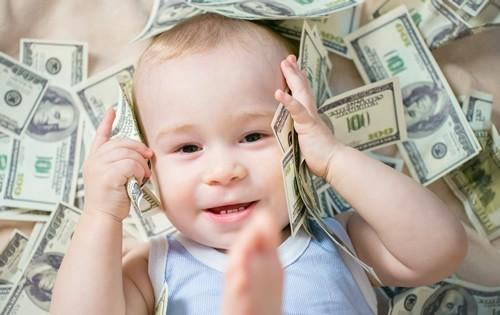 baby-playing-with-money